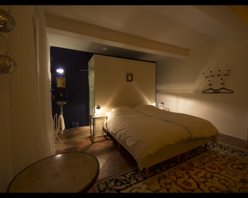 Room A L EST by night