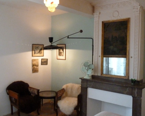 Room SUD OUEST: vintage style with it's original 1950 Pierre Guariche Lamp